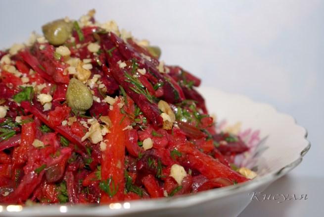 Овощной салат-гарнир с горчично-хреновой заправкой