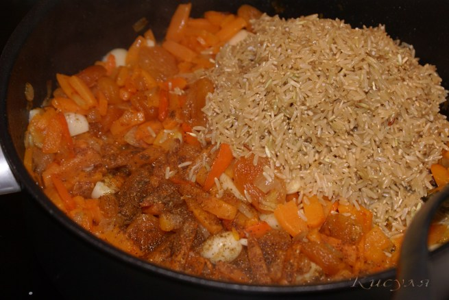 Как сделать плов из бурого риса