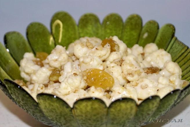 Можно дополнительно посыпать сверху орехами.  Приятного аппетита!  Капусту разобрать на мелкие соцветия и залить...