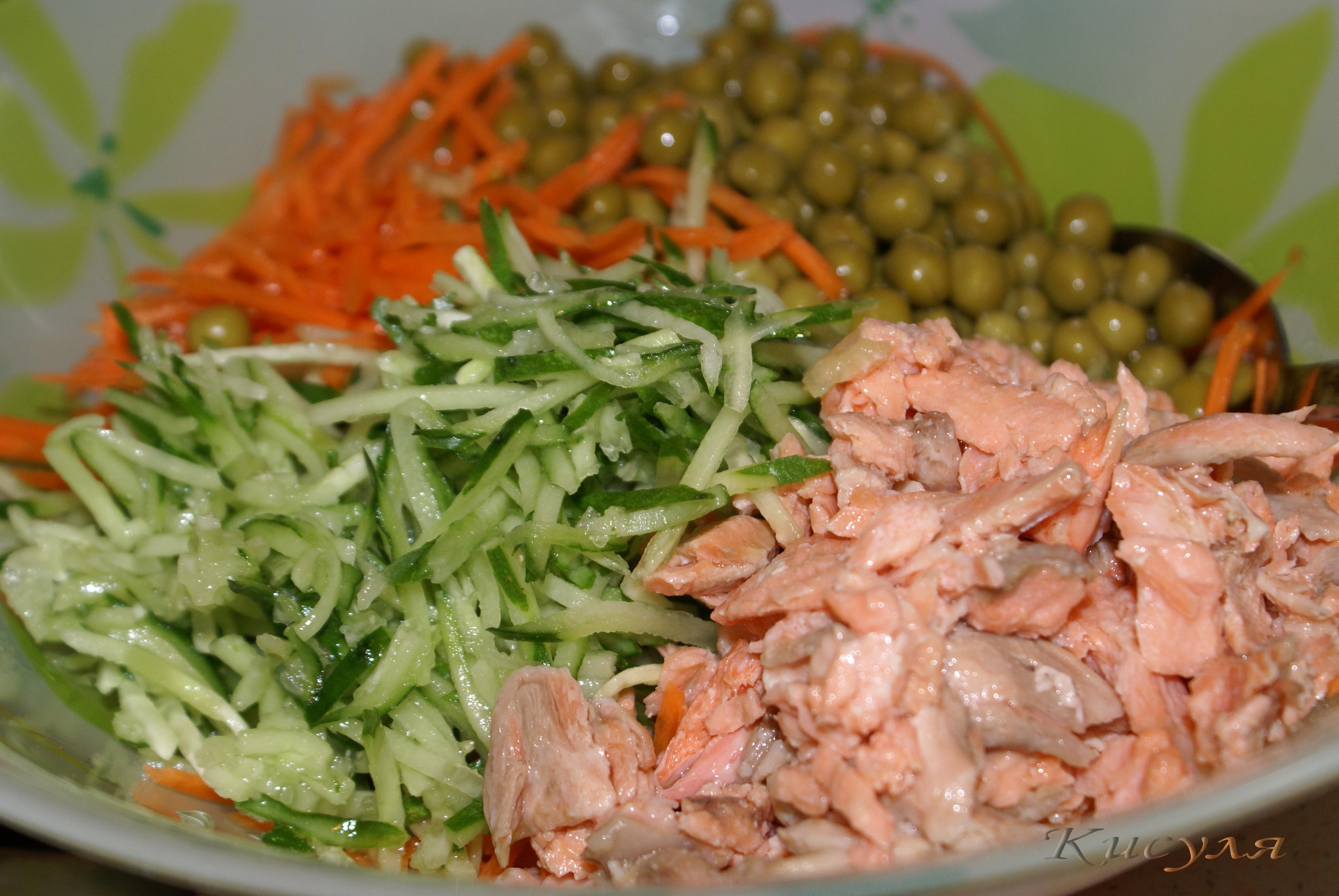Пока маринуется лосось, можно приготовить соус.