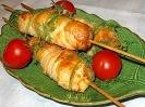 Шашлычки с креветками (рыбой) и сыром в слоеном тесте