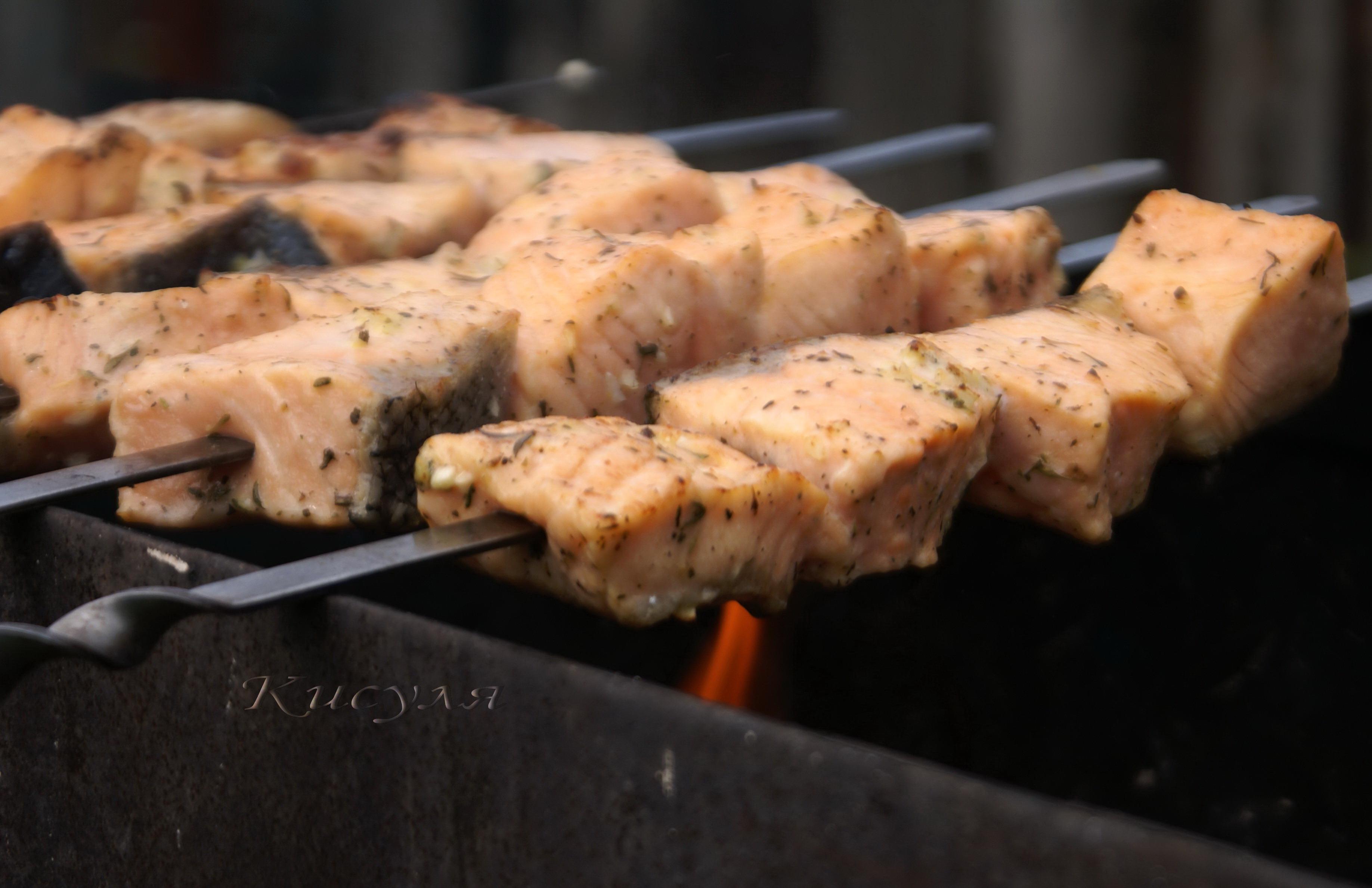 Как мариновать лосось для шашлыка.